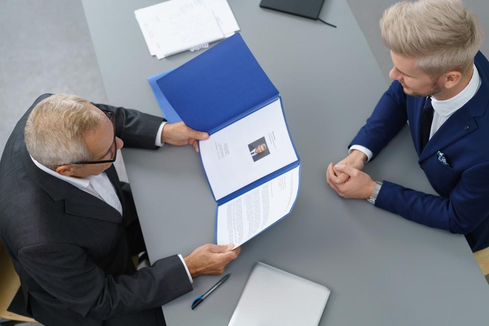 Lebenslauf retten Arbeitgeber im Lebenslauf weglassen Kurze Beschäftigung im Lebenslauf weglassen Häufiger Jobwechsel Lebenslauf