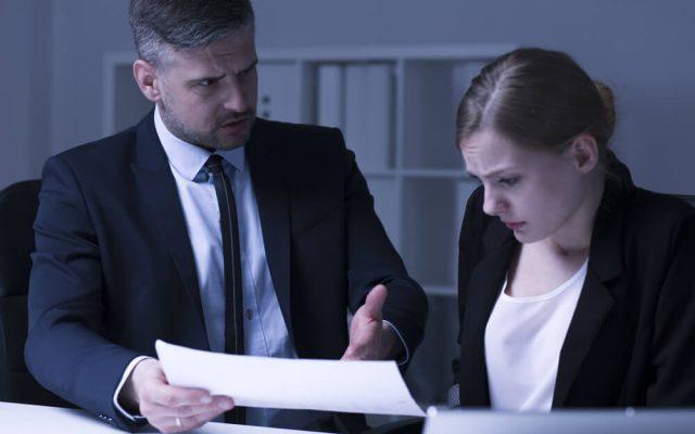 Mobbing am Arbeitsplatz Beispiel Hilfe durch Chef was tun
