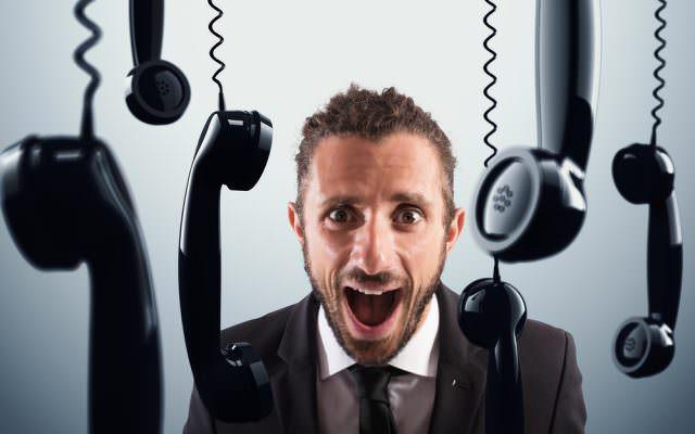 Kunde schweigt abwarten keine Antwort Telefon