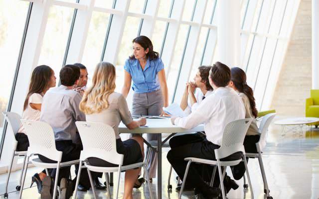 Umstrukturierung kommunizieren Unternehmen Synonym Bedeutung Abteilungen