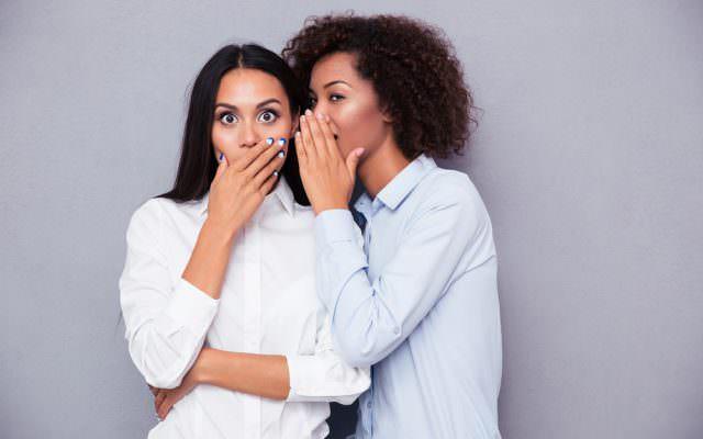Laestern Synonym Erklaerung Psychologie Tratsch Geruechte Flurfunk
