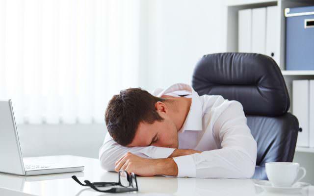 Motivationskiller Demotivation Mitarbeiter Langeweile Muede demotivieren