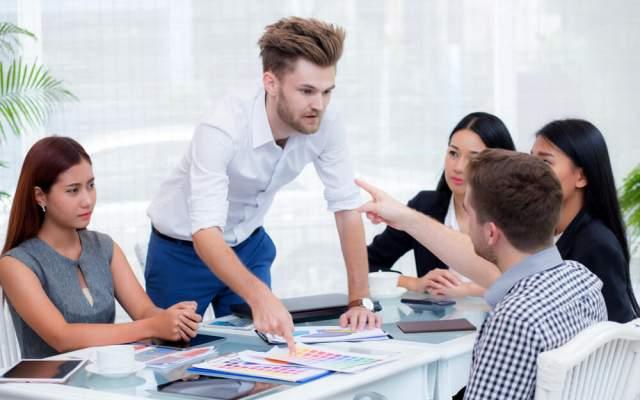 Konfliktpotenzial Definition Bedeutung Synonym Buero Arbeitsplatz Streit