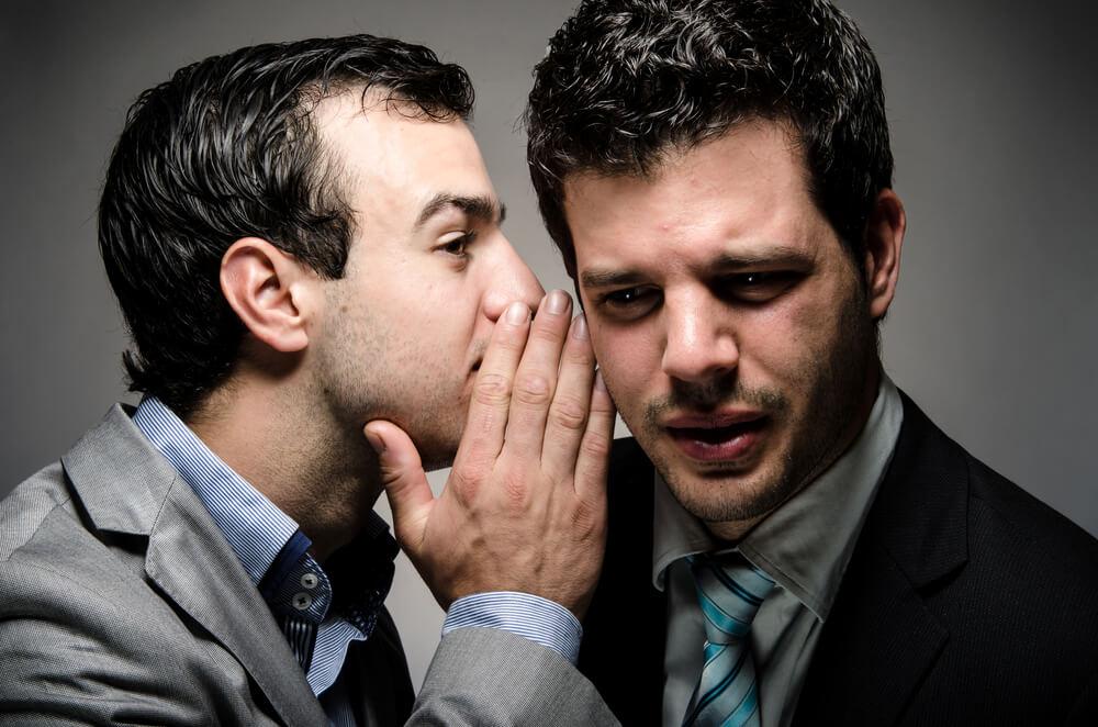 Petzen: Sollte ich dem Chef vom faulen Kollegen erzählen?