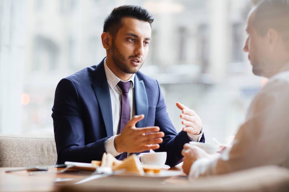 Bewerbungslunch: Knigge fürs Bewerbungsgespräch beim Lunch