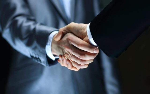 Handschlag Bewerbungsgespraech Tipps