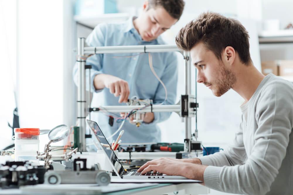 Informatik Beruf: Einstieg, Möglichkeiten, Gehälter