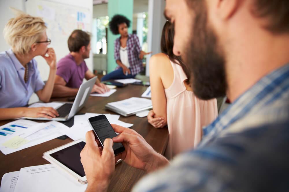 Sidebarring: Diesem Smartphone-Trend bitte nicht folgen!