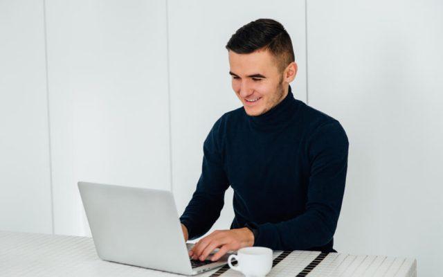 Linkedin Profil Personaler Recruiter Inhalt Faktoren Laptop Online