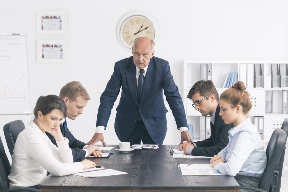 Autoritärer Führungsstil: Klarheit und alleinige Verantwortung