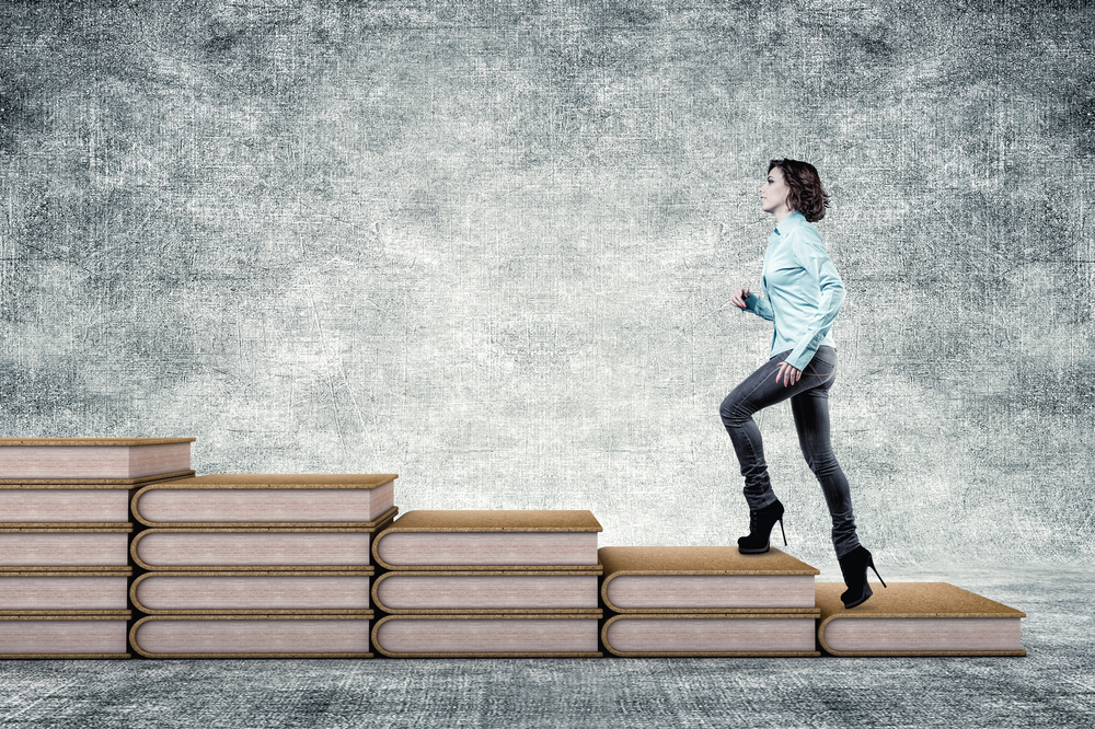 Fortbildung-im-Lebenslauf-Frau-steigt-auf