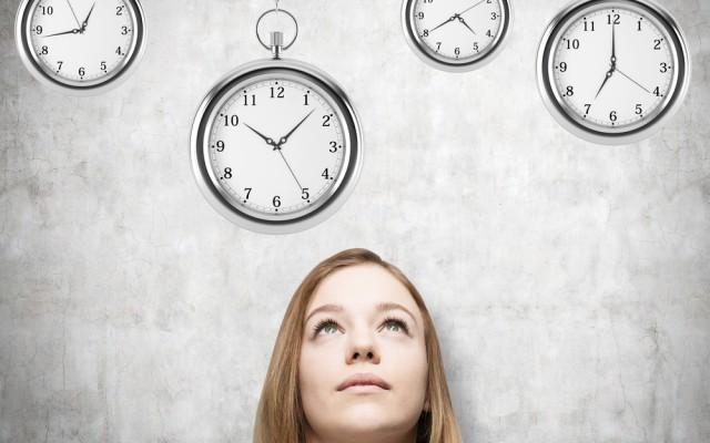 18 Minuten-Regel Frau Uhr grau