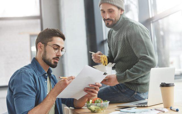 Arbeiten auf Honorarbasis als Nebenjob hauptberuflich Freibetrag Krankenversicherung Sozialabgaben