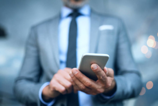 Smartphone am Arbeitsplatz: Nur das ist erlaubt!