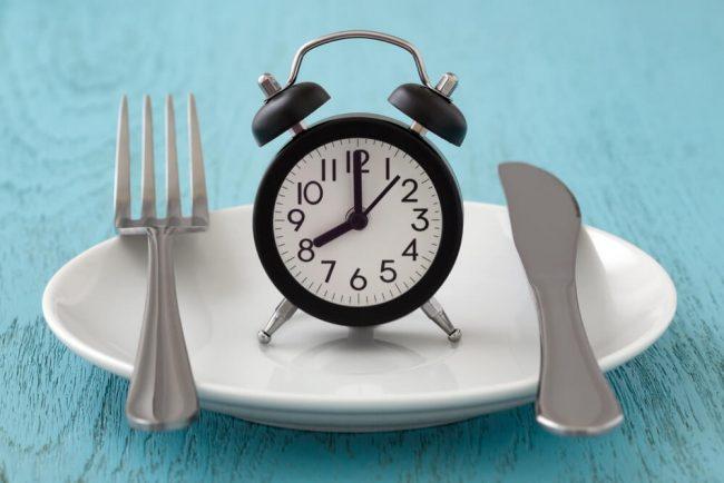 Intervallfasten im Job: Perfekte Diät für Berufstätige?