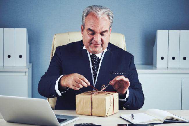 Kundengeschenke: Regeln zu Steuern und Bestechung