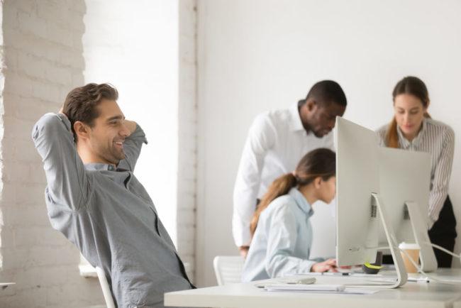 Arbeitszufriedenheit: Definition, Faktoren, Tipps