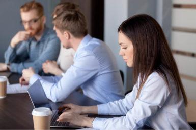 Desk Sharing: Die Vor- und Nachteile des Schreibtischteilens